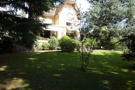 Grande maison avec jardin, à 20 minutes de Lyon - Grigny