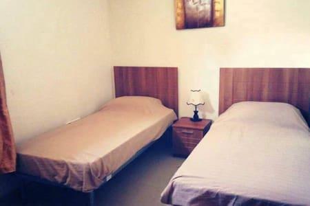 bedroom available in modern apartment in San Gwann - Apartamento