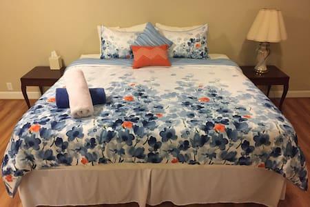 Charming Suite in Lexington Center - Lexington