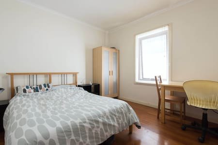 Large room close to the cbd - Ultimo - House