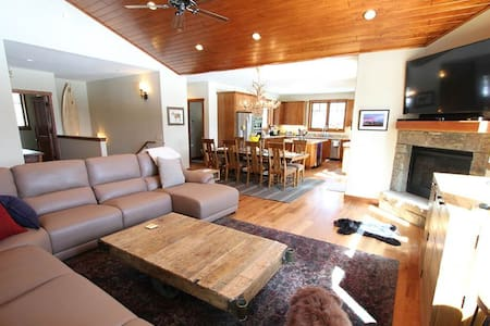 Gray Bear - 5BR Home + Private Hot Tub #479 - Mammoth - Autre