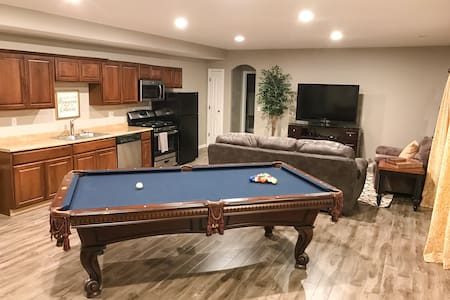 Private 2-Bedroom Walk-Out Basement Unit - Highland - Appartement