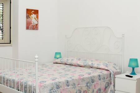 Camera ristrutturata e indipendente - Bed & Breakfast