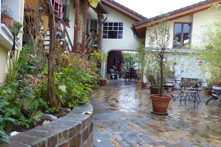 Wohnung in liebevoll gestalteter kleiner Hofanlage - Troisdorf - Huoneisto