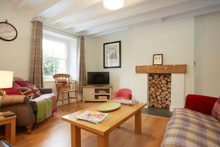 Beautiful Village Cottage - sleeps 6 - Ampleforth - House