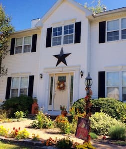 Colonial Home, Special summer rates - House