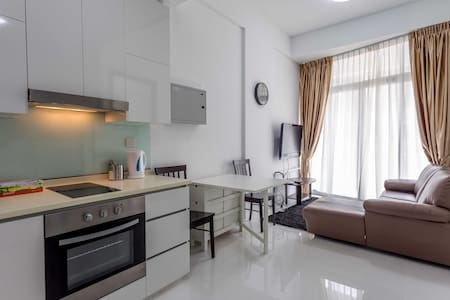 1BR Contemporary Home nr Farrer Park MRT / Town - Appartement