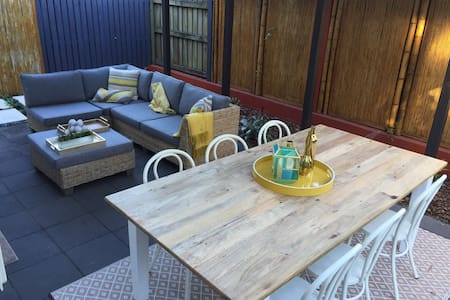 Inner-City Townhouse with Courtyard - Fortitude Valley - Adosado