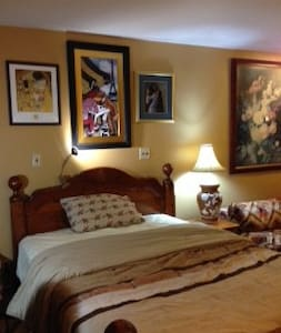 Large BR Suite Philly Suburbs 19031 - Sleeps 3 - Flourtown - Hus