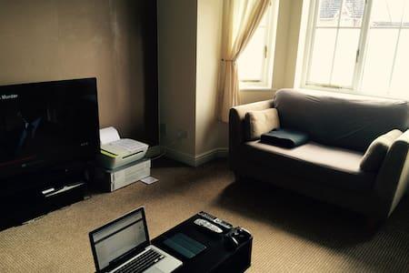 Single Bedroom in Great Location - Lägenhet