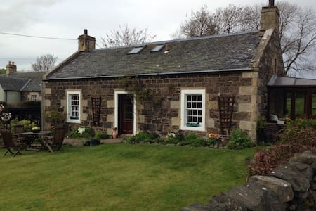 Delightful Country Cottage - Cupar