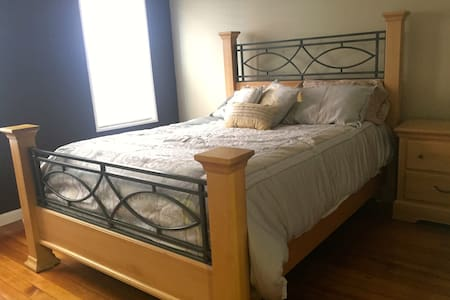 Queen Bed, Parking, 15 min to BOS - Boston