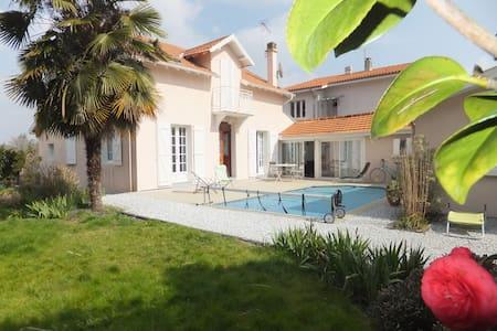 CHAMBRE + SALLE DE BAIN - Maison