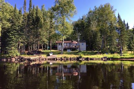 Cozy Cabin in the Bay on Devil Track Lake - Kabin