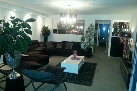 Good served BnB! Your wish! - Hoofddorp - Bed & Breakfast