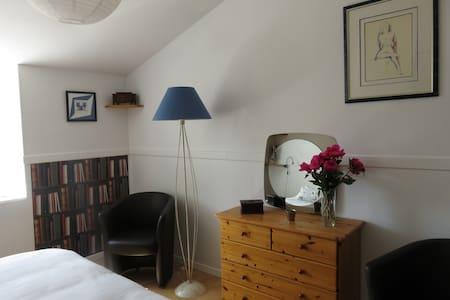 15 Mn du Puy du Fou, 1 chambre d'hôtes - Les Herbiers - Bed & Breakfast