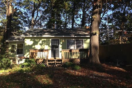 Backyard Artist Retreat - Greensboro - House