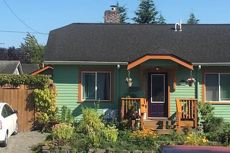 Charming 1910 Bungalow - Bed & Breakfast