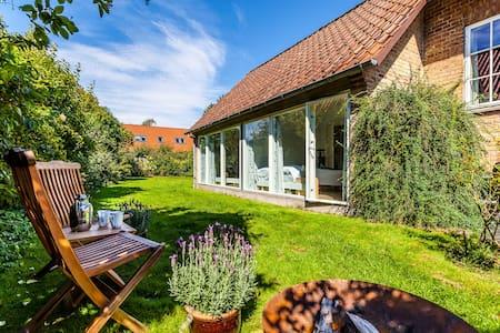 Bright & lovely w. garden in Aarhus - Apartament