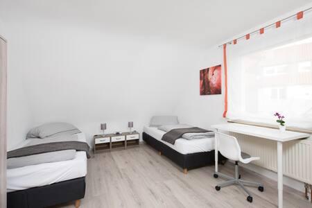 Modernes Doppelzimmer im Gästhaus Stoll - Filderstadt