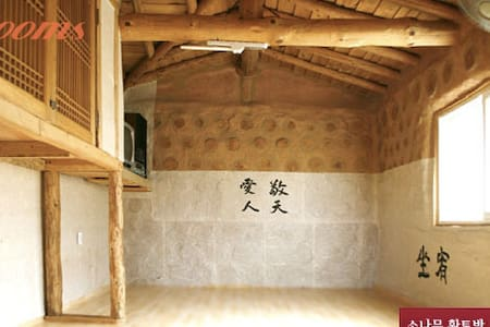 Peaceful mount cabin, Juju Sanbang at Wonju - Cabin