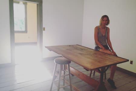 Artist Guestroom - Altres