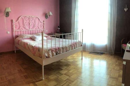Chambre 15 m2 dans maison au calme - Hus