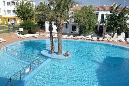 Beach apartment with swimming pool - Leilighet