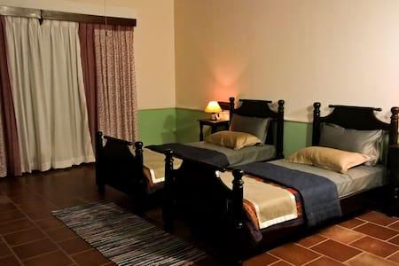 Calamondinn Bungalow Room 2 - Bungaló