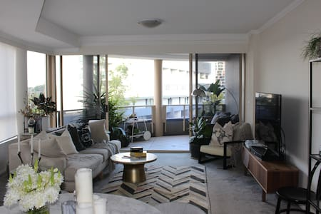 Stylish 2 Bedroom Apartment with  city views - Wolli Creek