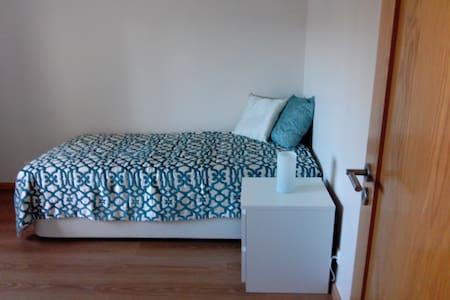 Cozy room for travelers - Odivelas - Apartamento