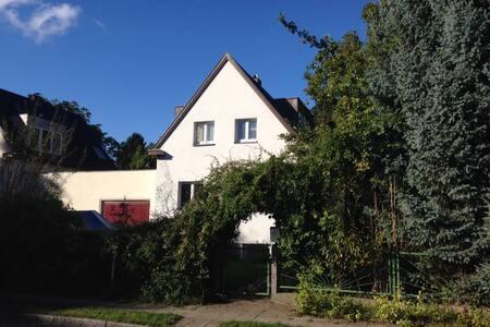 HAUS + GARTEN am Stadtrand Berlin! - House
