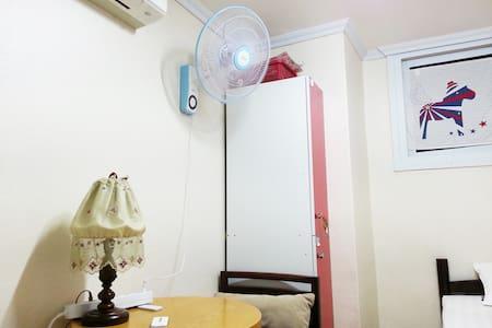 명동, 남산, 동대문시장이 가깝고 공항버스와 지하철이 1분거리(1인실) - Apartment