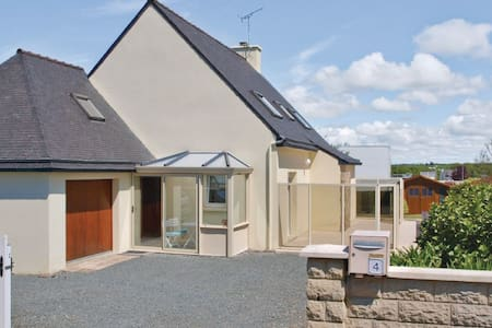 4 Bedrooms Home in Saint Quay Perros - Maison