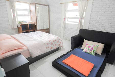 Yellow Room : Bright & Spacious Room for 2 - Rumah