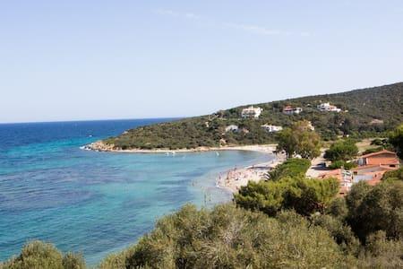 Maladroxia con giardino a 300m dalla spiaggia - Sant'Antioco - House