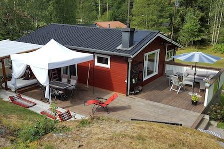 Trivsam stuga på naturtomt i Trosa - Cabin