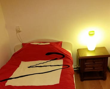 Nice comfy private room near park - Hus