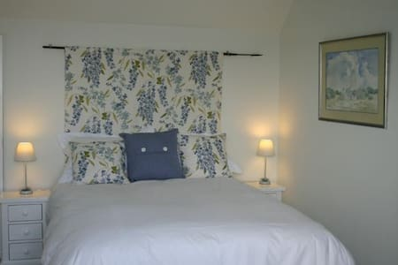 Pretty double room on the West Somerset coast - Casa