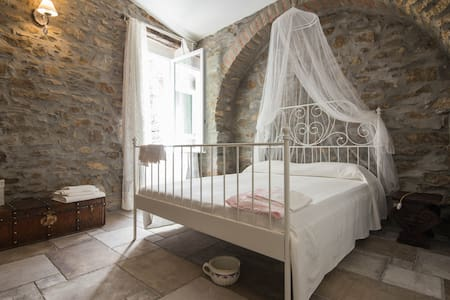 Duchess's House with royal bedrooms - Montalto Ligure - Rumah