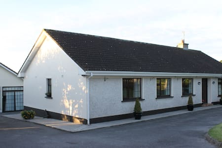 Large house in scenic location near Clonmel - Huis