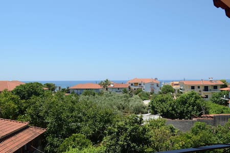 Sunny, recently renovated, with marvelous view! - Loteng Studio
