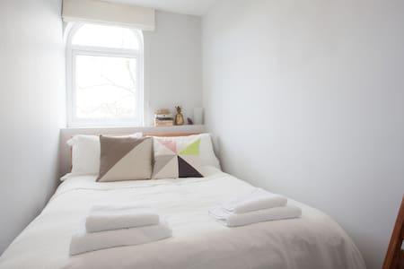 Double bedroom close to city centre - Bristol - Apartment