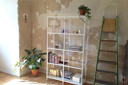 Quiet sanctuary in hip Friedrichshain - Apartment