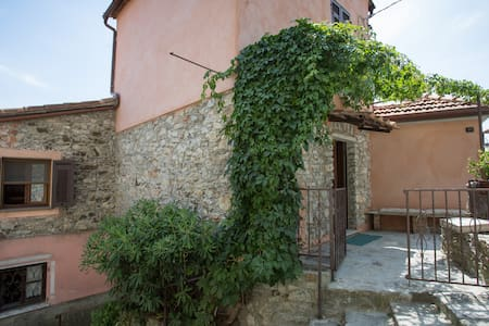 Ca' Vergì, charming little house in an old village - Talo