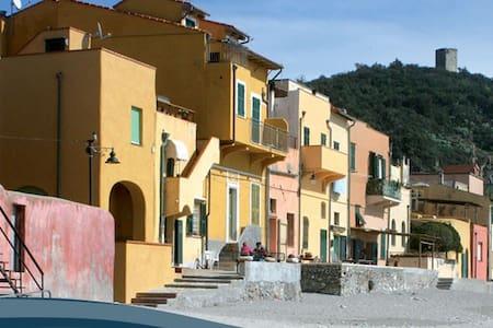 casa vacanza varigotti - Varigotti