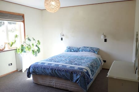 Large double room - Lake Hawea