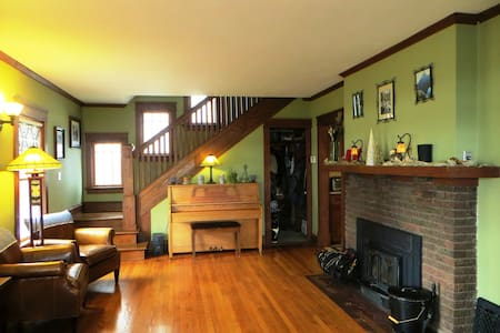 Beautiful Arts & Crafts Home Near Capitol! - Madison - House