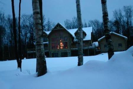 Stratton Mountain Log Home - House