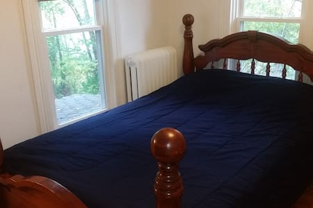 Queen BR with Private Bath, minutes fr Forest Park - St Louis
